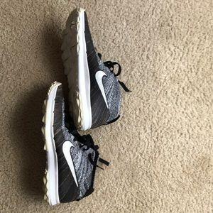 Nike Chukka Black White Running Shoes